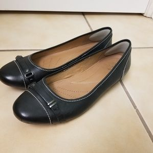 Clark's Artisan Leather Ballet Flats